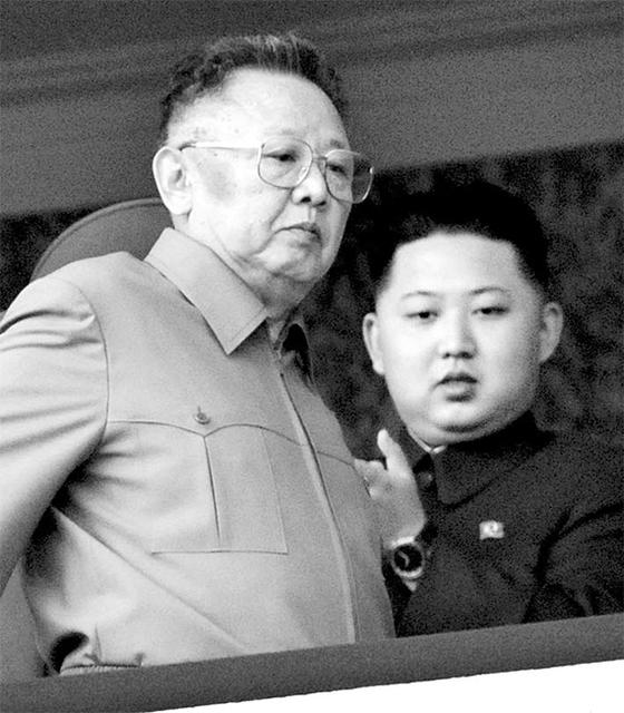 생전의 김정일과 김정은 부자. [중앙포토]