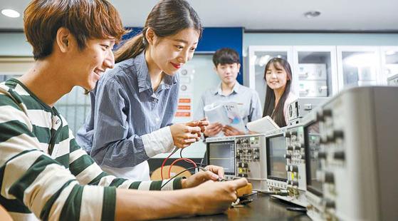 광운대 소프트웨어융합대학은 국내 최대 규모의 단과대학으로 전공 실습실과 특성화 실험실을 갖추고 있다. [사진 광운대]