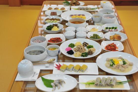 재령 이씨 가문 1대 종부 장계향 선생이 남긴 레시피를 바탕으로 조선 사대부가의 종가음식을 재현하는 음식디미방. [사진 한국관광공사]