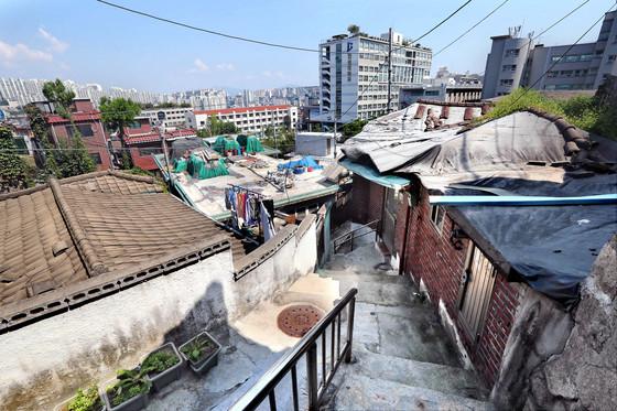 서울 성북구 장수마을 골목길. 노후화된 집이 즐비하다.[신인섭 기자]