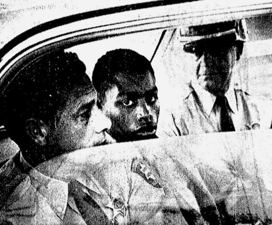 1940년 2월 17살 때 살인을 저질러 판결을 기다리고 있는 헨리 몽고메리(가운데). 그는 지난 6월 21일 복역 54년만에 루이지애나주 교도소에서 가석방됐다. [AP=연합뉴스]