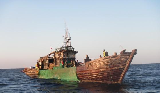 서해상 우리측 EEZ에서 오징어 조업 관련 불법 혐의를 받고 나포된 중국어선. [사진 서해어업관리단]