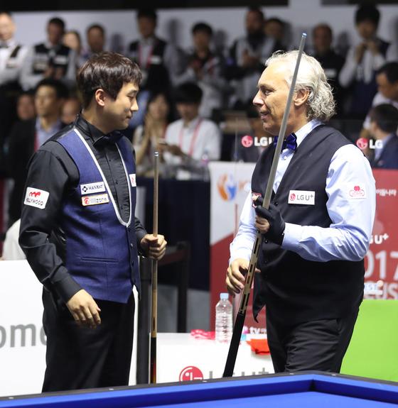 이탈리아의 마르코 자네티가 한국의 홍진표를 40대19로 물리치고 2017 LG 유플러스 컵 3쿠션 마스터스의 챔피언이 됐다.