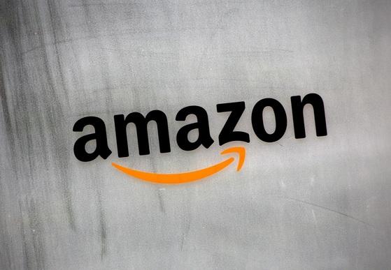 일본 도쿄에 있는 아마존 사옥 로고. 아마존이 성공 가도를 달리면서 기업도, 도시도, 구직자도 아마존에 선택 받기를 희망하고 있다. [도쿄 로이터=연합뉴스]