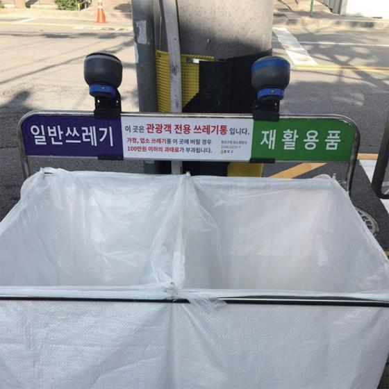 서울 북촌에는 쓰레기통에 쌓여있는 쓰레기의 적재량을 실시간 확인할 수 있는 사물인터넷(IoT) 스마트 쓰레기통이 있다.