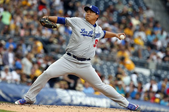 [BBN-LOS-ANGELES-DODGERS-V-PITTSBURGH-P... (AFP] PITTSBURGH, PA - AUGUST 24: Hyun-Jin Ryu #99 of the Los Angeles Dodgers pitches in the third inning against the Pittsburgh Pirates at PNC Park on August 24, 2017 in Pittsburgh, Pennsylvania.  Justin K. Aller/Getty Images/AFP== FOR NEWSPAPERS, INTERNET, TELCOS & TELEVISION USE ONLY ==/2017-08-25 07:08:28/<저작권자 ⓒ 1980-2017 ㈜연합뉴스. 무단 전재 재배포 금지.>