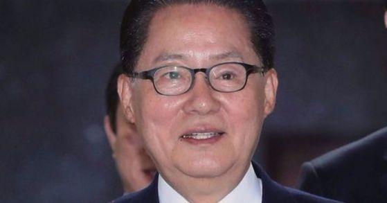 박지원 전 국민의당 대표가 지난 11일 오전 국회에서 열린 최고위원-국회의원 연석회의에 참석하고 있다. 박종근 기자