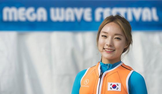 박진민씨는 그림, 스키, 플라이보드를 가장 좋아하는 것으로 꼽는다. 스키가 좋아 선생님을 그만뒀고, 스키를 타다 플라이보드 선수가 됐다. 지난 6월 프랑스에서 열린 세계대회에 한국대표로 참가해 여자부문 1위에 올랐다. [사진 에버랜드]