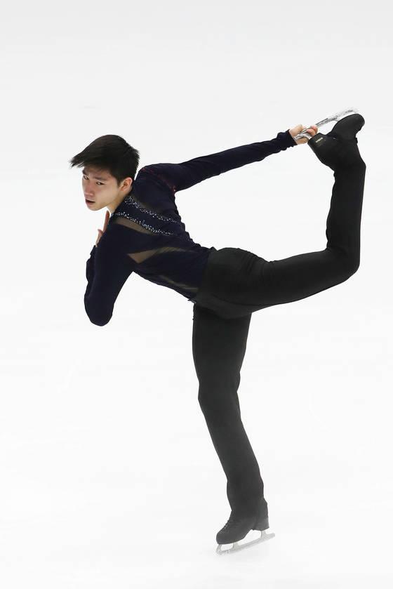 남자 피겨 국가대표 이준형은 27일부터 열리는 네벨혼 트로피 대회에서 평창행 티켓을 따야한다. 태릉빙상장에서훈련하고 있는 이준형. [김상선·장진영 기자]