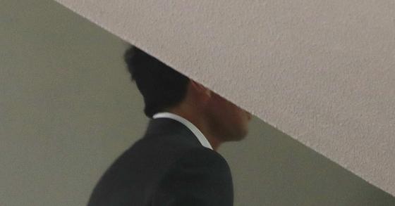 공판에 출석 중인 방송인 김정민 '전 남친' 손태영 커피스미스 대표. [연합뉴스]