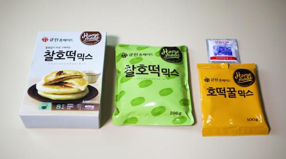 삼양사 '큐원 찰호떡믹스'도 다른 두 제품과 구성이 같다.