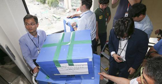 양지회를 압수수색하는 검찰. 임현동 기자