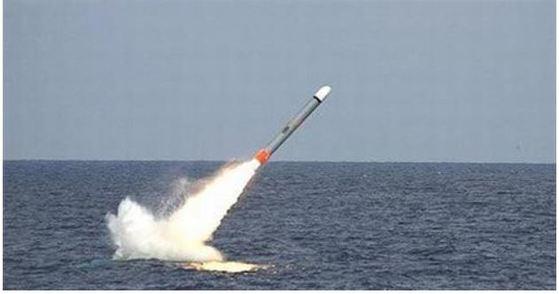 잠수함에서 발사되는 토마호크 미사일. [중앙포토]
