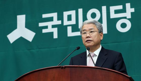 김동철 국민의당 원내대표가 14일 오전 국회에서 열린 의원총회에 참석해 모두발언을 하고 있다. 박종근 기자