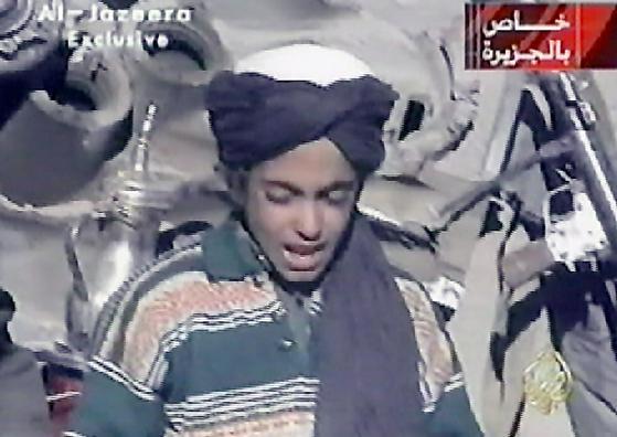 2001년 9.11 테러 두달 뒤에 영상에 등장했던 함자 빈라덴. [AFP=연합뉴스]
