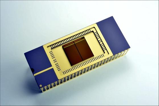 도시바 메모리가 대단한 게 아니라 낸드플래시가 대단하다. 사진은 삼성전자가 세계 최초로 개발한 3차원 낸드플래시 제품. [중앙포토]