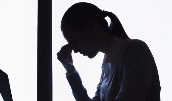 무기력하고 집중력이 떨어지며 우울한 증상이 2주 이상 지속하면 전문가의 도움을 받아야 한다. [중앙포토]