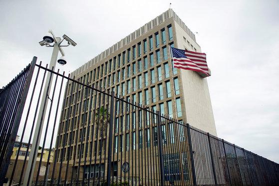 쿠바의 수도 아바나에 있는 미국 대사관. [로이터=연합뉴스]