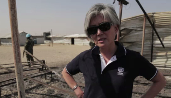 강경화 장관이 유엔에 근무하던 2016년 남수단 말라칼 지역 방문 당시 모습. [유엔, 동영상 캡처]
