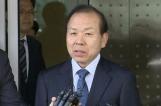 해외출장 마치고 돌아온 김이수 헌법재판소장 권한대행. [연합뉴스]