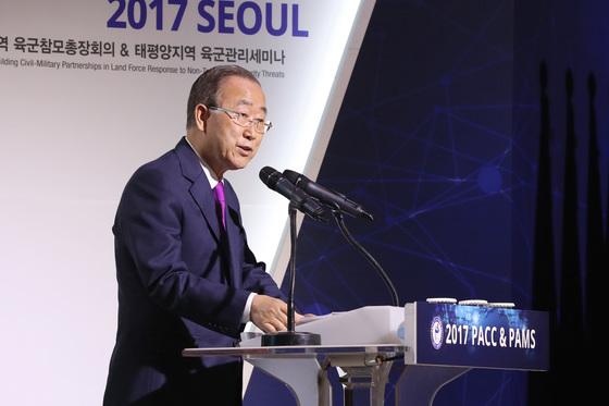 아.태지역 국가들간의 상호 유대관계를 증진하고 안보협력 강화를 위한 '2017 PACC & PAMS' 행사가 21일까지 서울 용산구 그랜드하얏트호텔에서 진행된다. 18일 오전에 열린 개막식에서 반기문 전 유엔사무총장이 기조연설을 하고 있다. 김경록 기자
