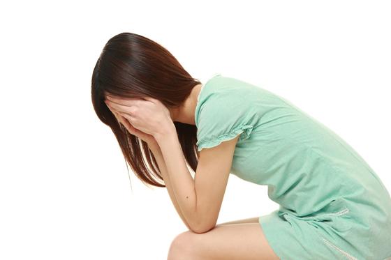 대한두통학회가 30~50대 기혼여성 500명을 대상으로 한 설문조사에서 61.8%는 최근 석달 간 하루 이상 심한 두통을 겪은 적이 있는 것으로 나타났다. 가벼운 두통이라도 자주 느낀다면 전문의를 찾아 정확한 진단을 받는 게 바람직하다. [중앙포토]