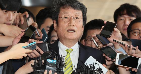 'MB 블랙리스트' 피해자 조사받는 문성근. [연합뉴스]