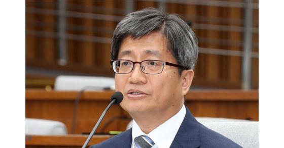 김명수 대법원장 후보자가 지난 12일 오후 국회에서 열린 인사청문회에서 의원들의 질의에 답변하고 있다.[연합뉴스]