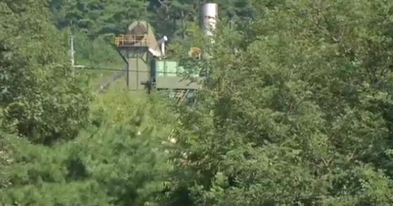 주민들이 암 발병의 원인으로 의심 중인 아스콘 공장. [사진 JTBC 방송화면]