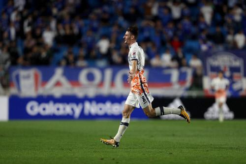 프로축구 제주 알렉스는 20일 수원전에서 82m 골을 터트렸다. K리그 역대 장거리골 기록 중 2위에 해당한다. [사진 프로축구연맹]