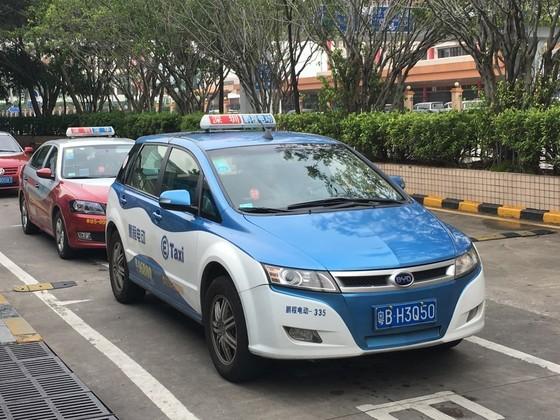 중국 선전 택시정류장에서 승객을 기다리는 BYD의 전기 택시 [사진 중앙포토]