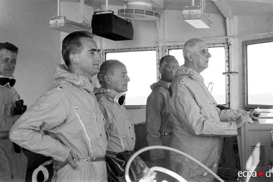 1966년 9월 프랑스는 태평양의 폴리네시아 산호섬에서 수소폭탄 실험을 했다. 드골 대통령이 순양함 '드 그라스'에서 지켜보고 있다. [중앙포토]