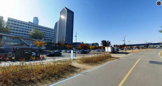 추석 연휴인 다음달 3~5일 사흘간 서울 한강공원의 주차장이 전면 무료로 개방된다. 여의도 한강공원 주차장. [사진 네이버 홈페이지]