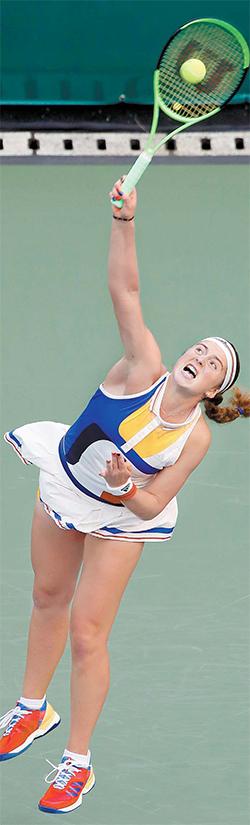 24일 끝난 KEB하나은행·인천공항 코리아오픈에서 우승한 여자 테니스계의 '샛별' 옐레나 오스타펜코. 오스타펜코는 프랑스 오픈에 이어 통산 2승째를 거뒀다. 그의 무기는 강력한 파워와 서브다. [연합뉴스]