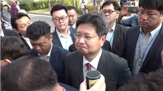김장겸 MBC 사장이 25일 노조원들의 질문에 침묵하고 있다. [사진 전국언론노조 MBC본부 페이스북]