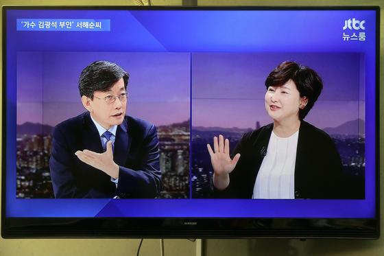 고(故) 김광석씨 부인 서해순씨는 25일 JTBC '뉴스룸'에 출연해 손석희 앵커와 인터뷰했다. [JTBC 캡처]
