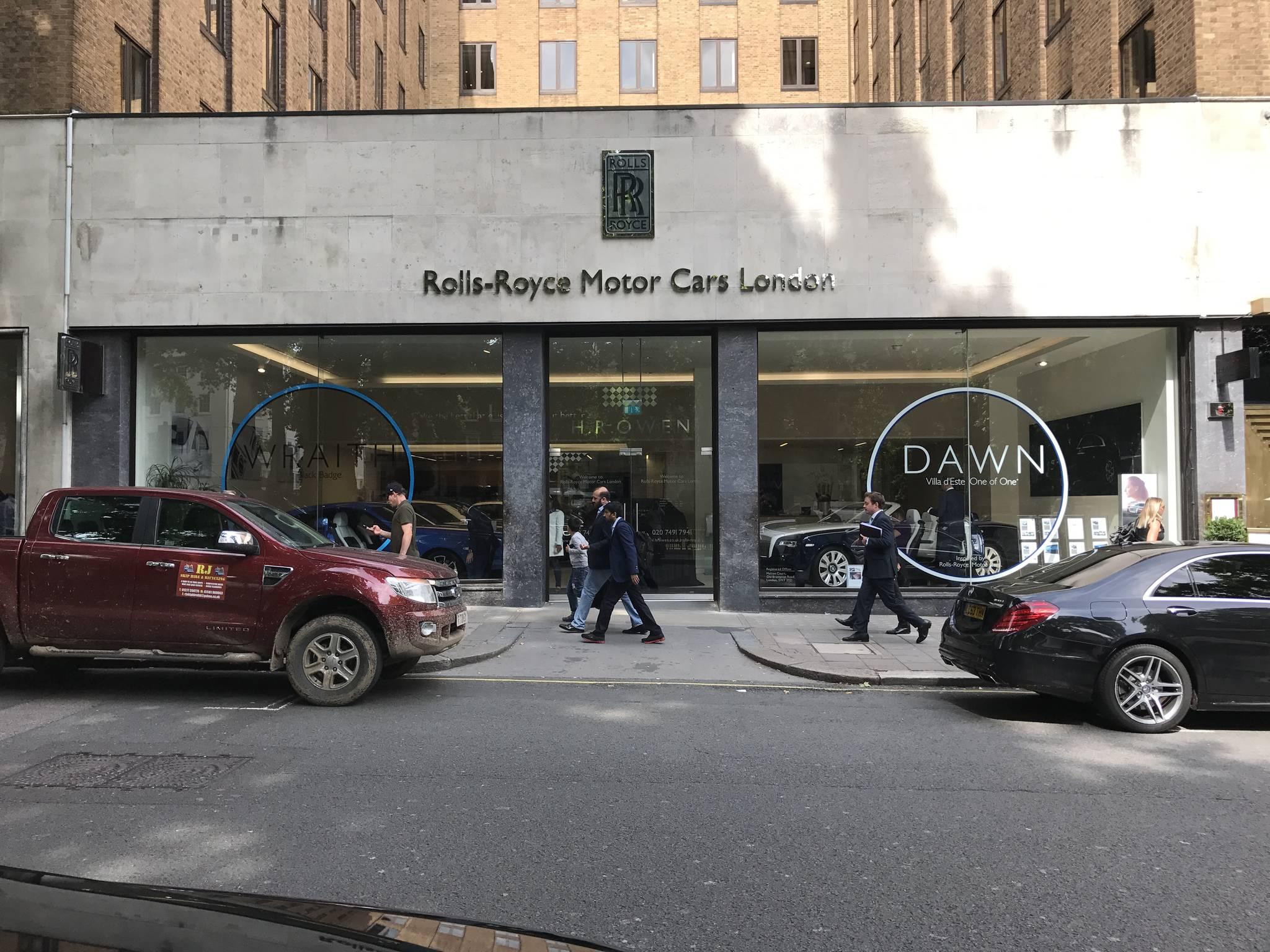 런던 메이페어에 위치한 롤스로이스 전시장. 바로 옆엔 벤틀리 전시장이 붙어있다. 박상욱 기자