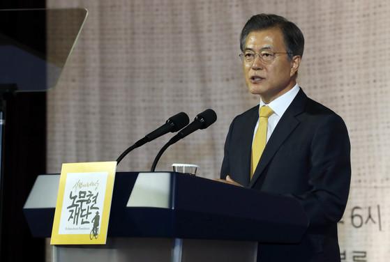 문재인 대통령이 26일 63빌딩 컨벤션센터에서 열린 10.4 남북 공동선언 10주년 기념식에서 축사를 하고 있다. 청와대사진기자단