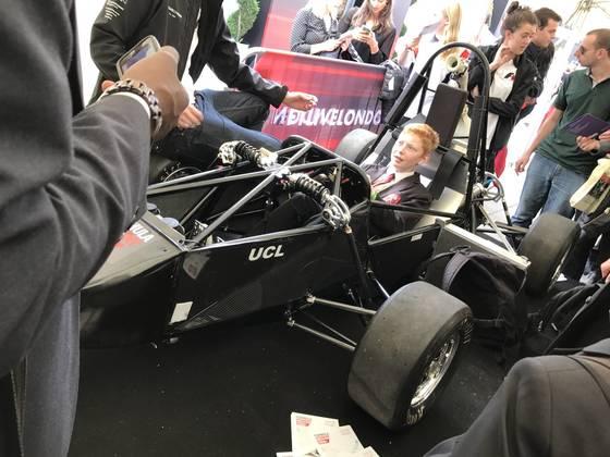 영국은 청소년들을 대상으로 자동차 엔지니어 육성 프로그램을 실시하고 있다. 박상욱 기자