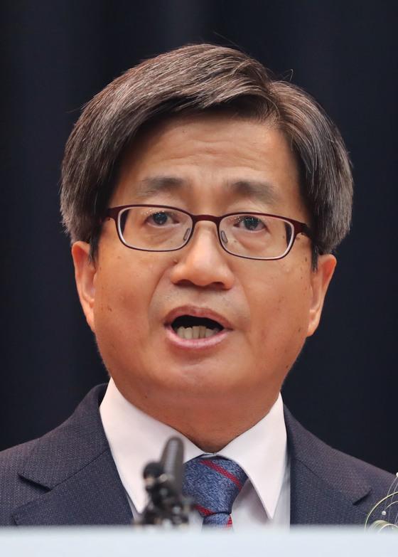 김명수 대법원장이 26일 오후 서울 서초구 대법원에서 열린 취임식에서 취임사를 하고 있다. [연합뉴스]
