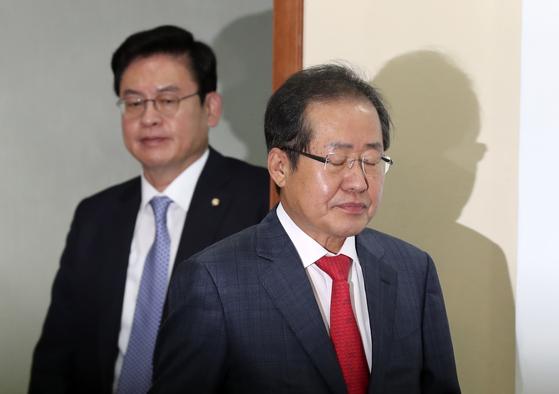 자유한국당 홍준표 대표와 정우택 원내대표. 임현동기자.