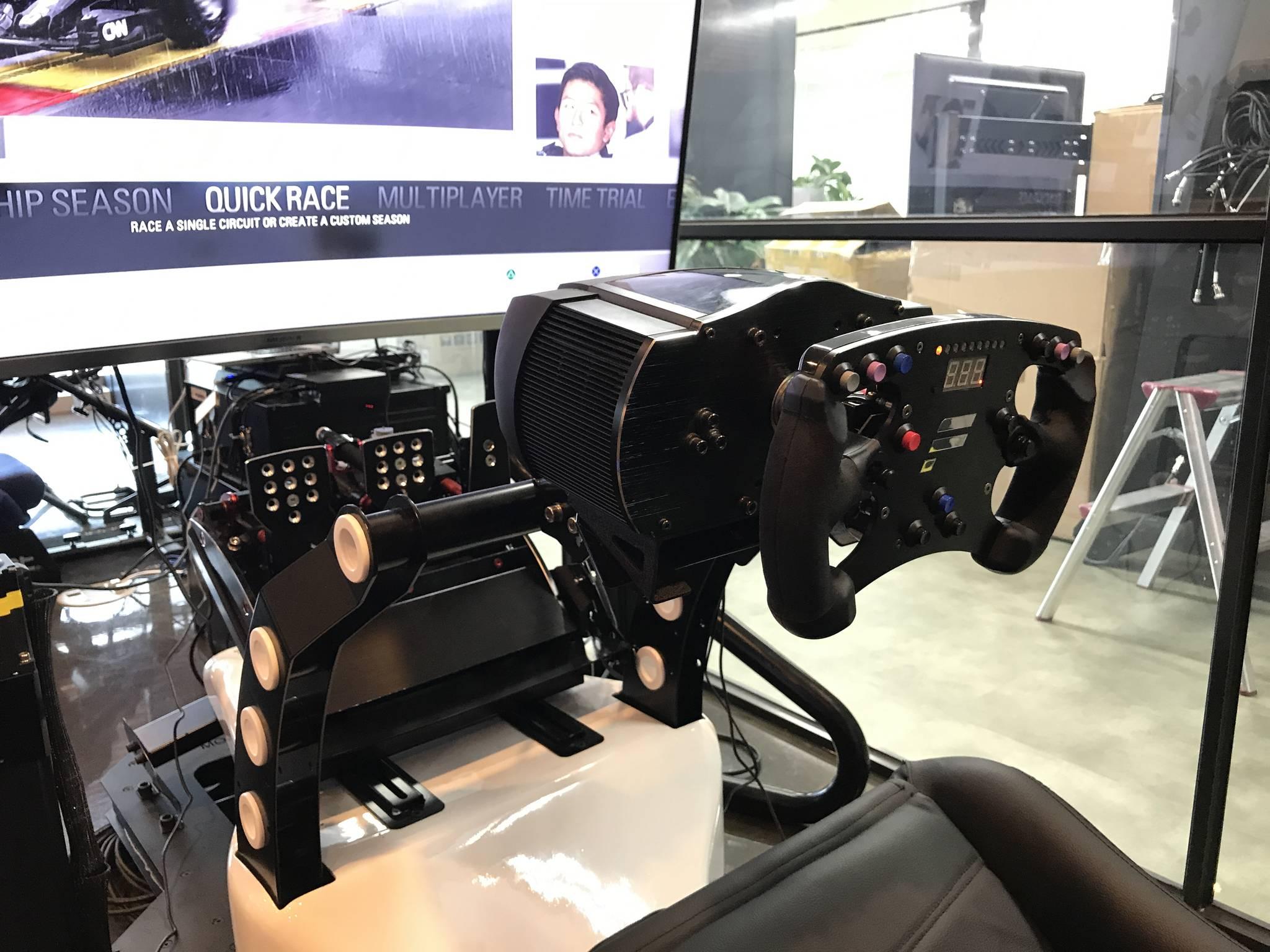 20만원대에서 3000만원대까지 다양한 종류의 시뮬레이터가 판매되고 있다. 박상욱 기자
