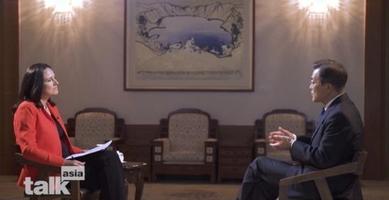 문재인 대통령이 지난 14일 미국 CNN 방송 '토크 아시아'(talk aisa)와 진행한 인터뷰가 28일 오후 방송됐다. [사진 CNN 'tallk aisa' 방송 화면 캡쳐]