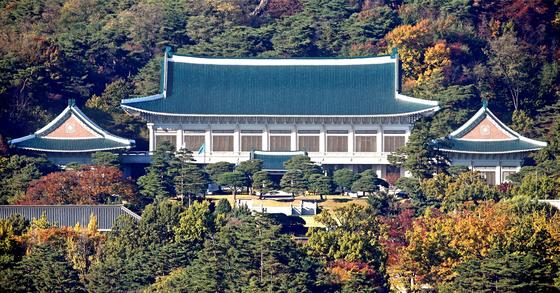 서울 세종로 한국프레스센터 빌딩에서 바라본 청와대 전경. 임현동 기자