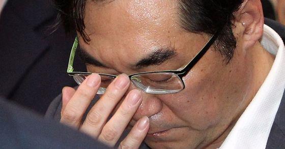 """""""민중은 개·돼지"""" 발언을 한 나향욱 전 교육부 정책기획관이 파면처분을 취소해달라며 낸 소송 1심에서 승소했다. [중앙포토]"""