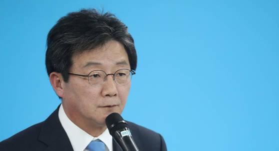 바른정당 유승민 의원이 29일 오후 서울 여의도 당사에서 기자회견을 열고 오는 11월 13일로 예정된 전당대회에 출마한다고 밝히고 있다. [연합뉴스]