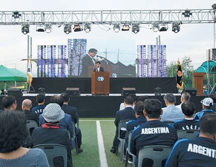 지난해 10월 1일 강원 춘천시 공지천구장에서 열린 제11회 전세계한민족축구대회 개회식. [사진 한민족축구협회]