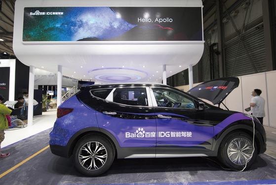 지난 6월 중국 상하이 신국제엑스포센터에서 열린 'CES 아시아'에서 현대자동차는 바이두와 협업으로 개발한 '바이두 맵오토'와 '두어 OS 오토'를 탑재한 중국형 산타페를 선보였다.