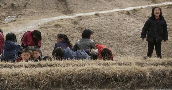 지난해 2월 개성 시내에서 찍힌 어린이들의 모습 [AP=연합뉴스]