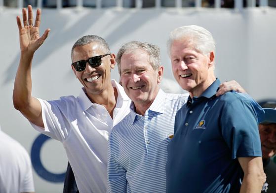 전직 미국 대통령들 어깨동무